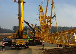 Liebherr LTM1160 als Hilfskran zum Aufrüsten eines Raupenkranes im Windpark