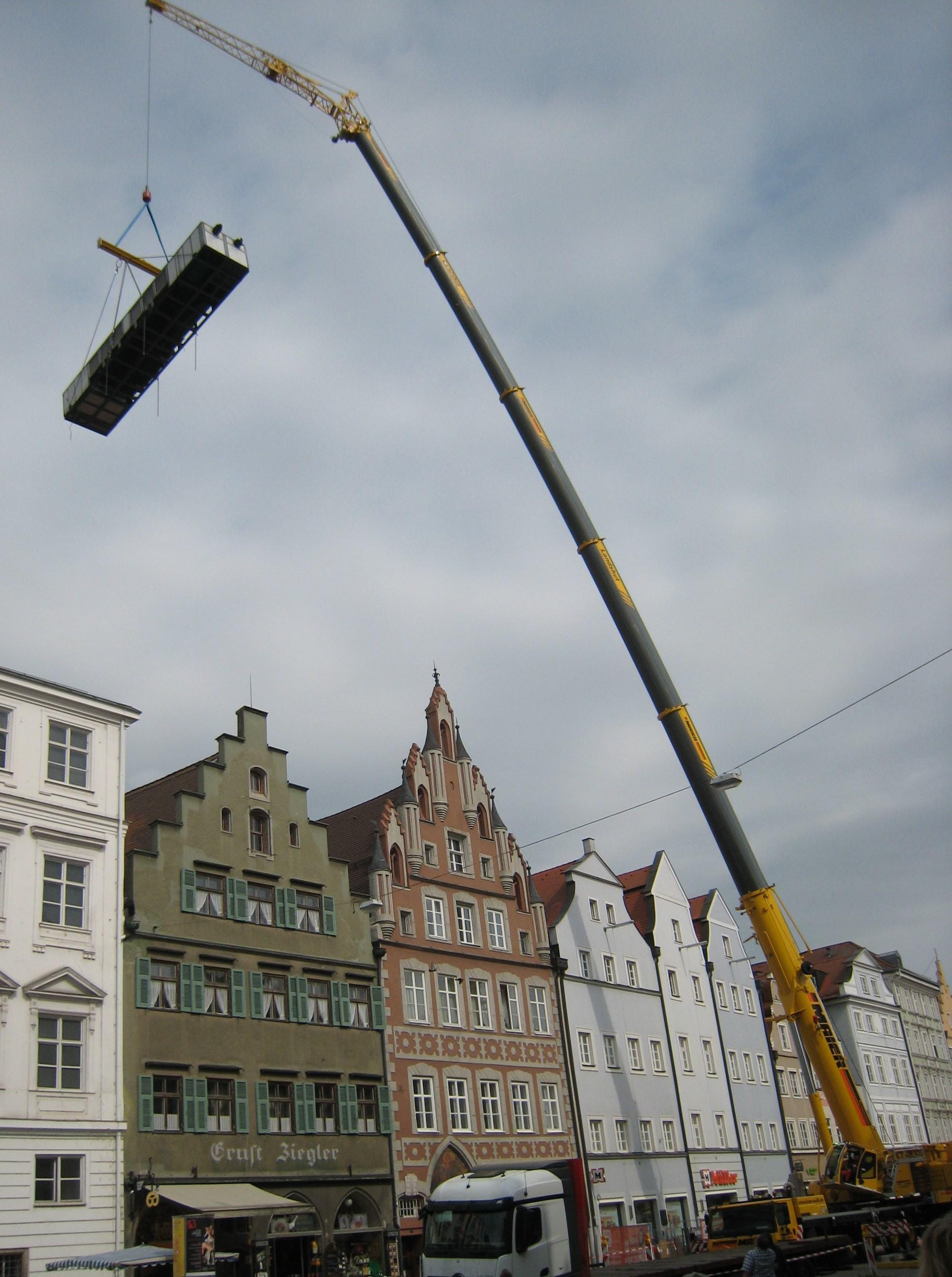 Klimanalgentausch mit Autokran in Landshut Kran-Maier